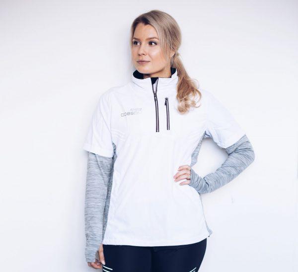Dobsom R90 Active Jacket White Woman juoksutakki soveltuu erinomaisesti myös pyöräilyyn kuin myös muuten ulkoiluun. R90 takki hengittää hyvin ja on pitkän historian omaavaa laadukas takki aktiiviseen liikkumiseen.